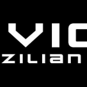 logo-czarne-tlo-białe-napisy